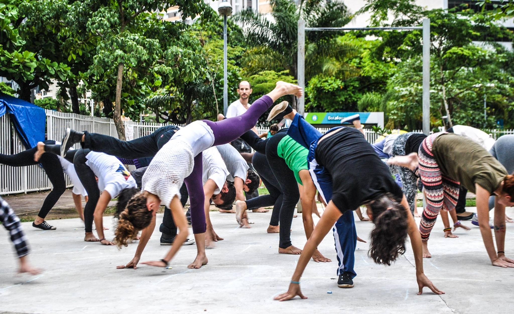 Aula de Capoeira no Metro Botafogo Praça Nelson Mandela
